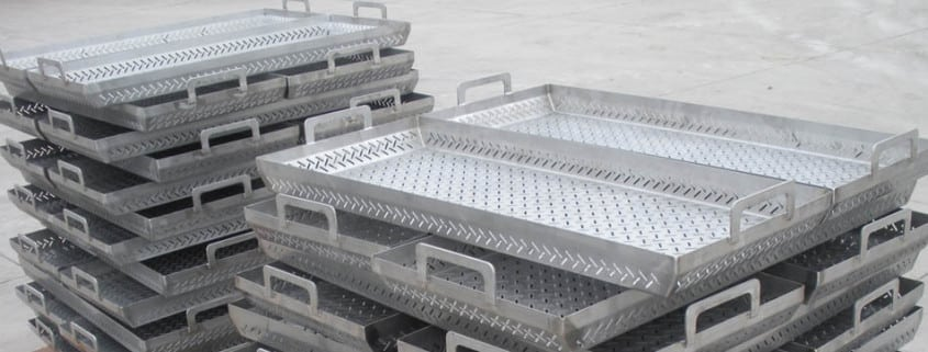 supporting equipment trays